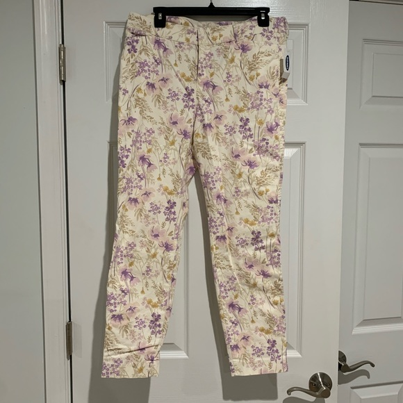Old Navy Pants - Old Navy Pixie ankle pants